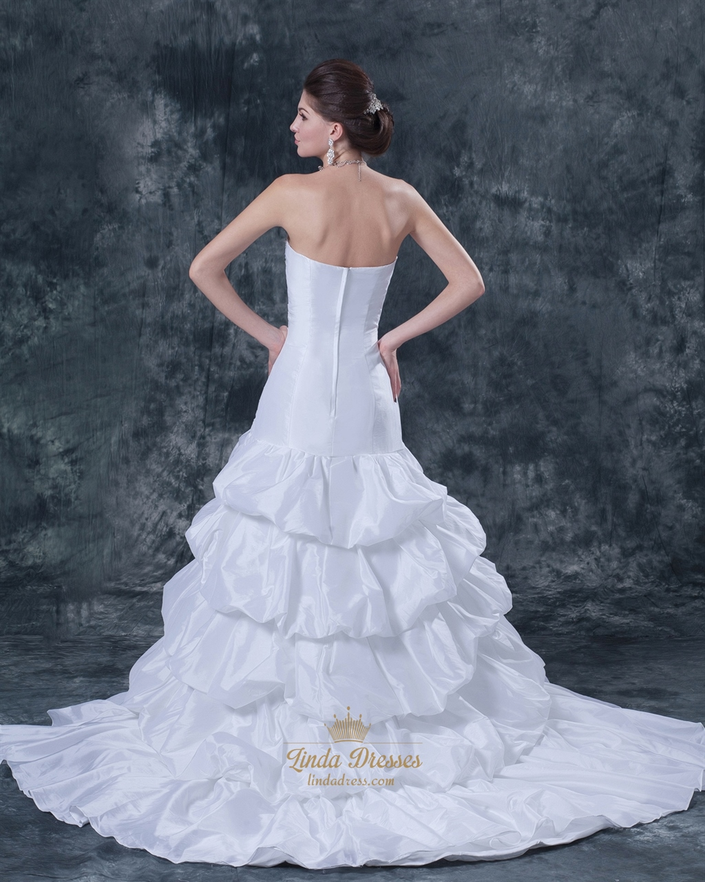 White taffeta layered skirt strapless mermaid wedding gown for Strapless taffeta wedding dress