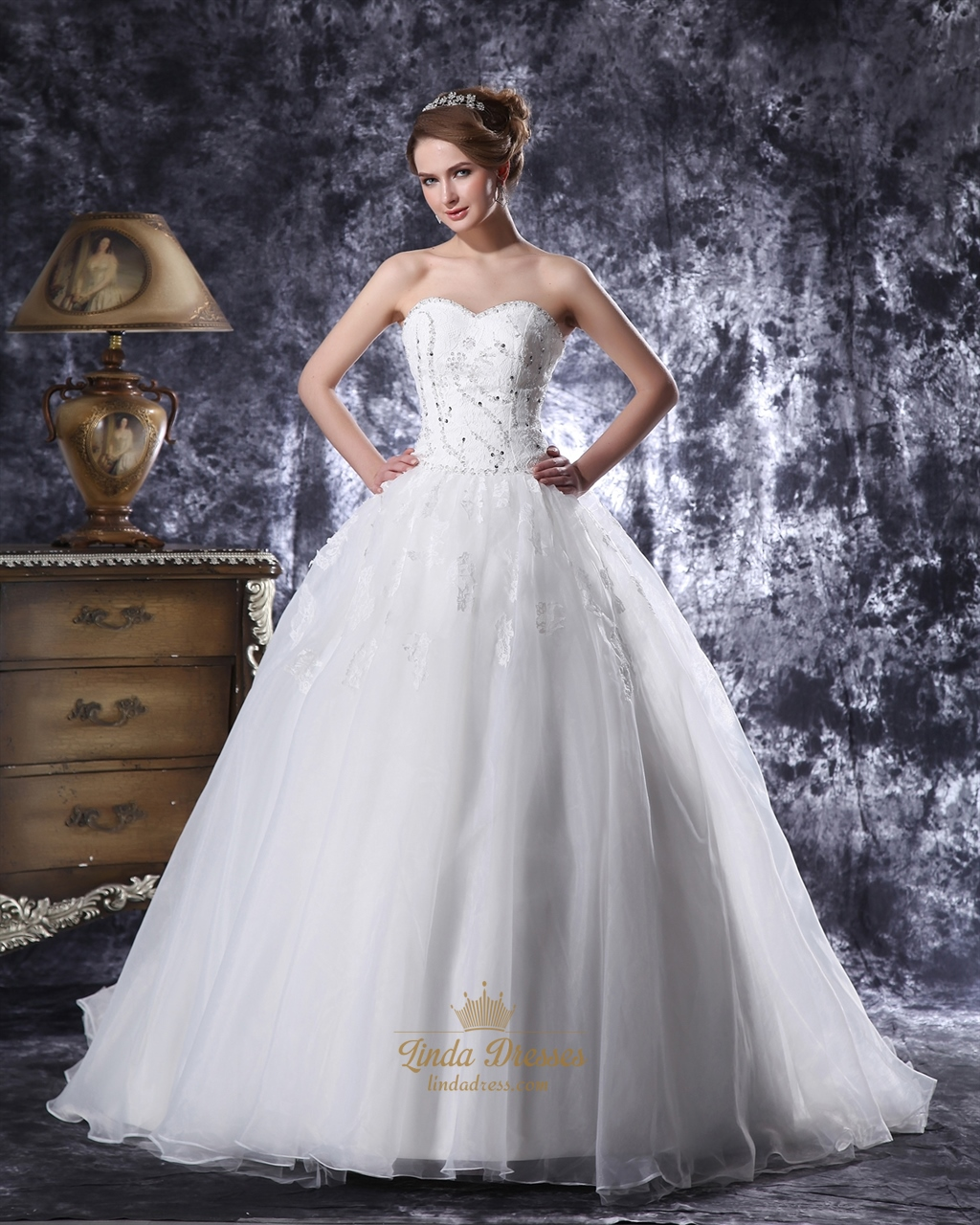 Ivory Sweetheart Ball Gown Wedding Dress With Beaded Floral Applique ...