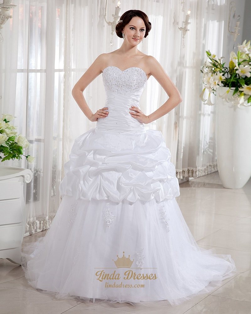 White sweetheart strapless tulle wedding gown with lace for White strapless wedding dresses