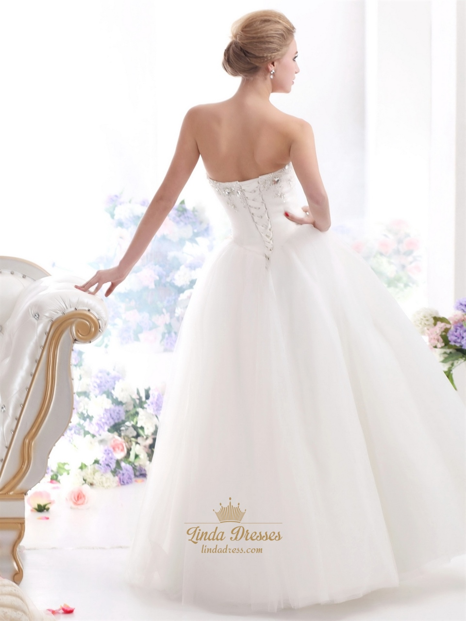 Ivory sweetheart tulle ball gown wedding dress with beaded Wedding dress appliques