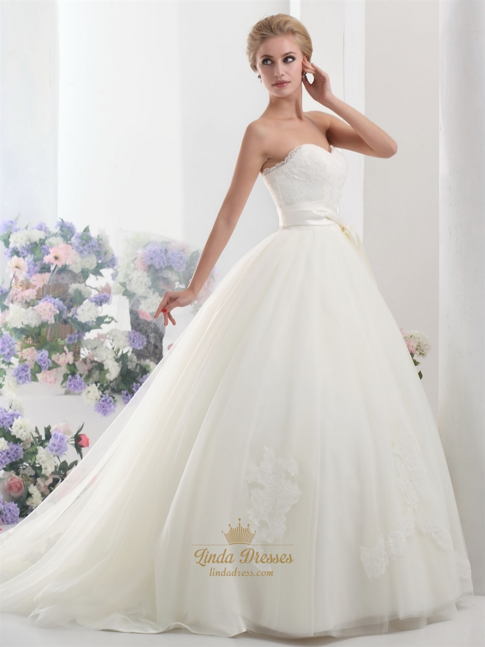 Ivory lace bodice sweetheart ball gown tulle wedding dress for Wedding dresses with tulle