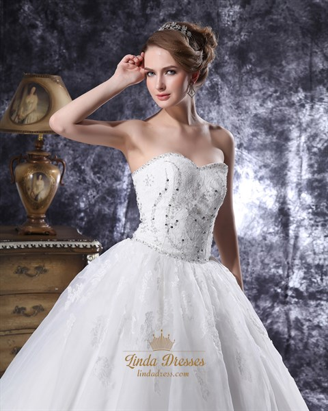 Ivory Sweetheart Ball Gown Wedding Dress With Beaded Floral Applique