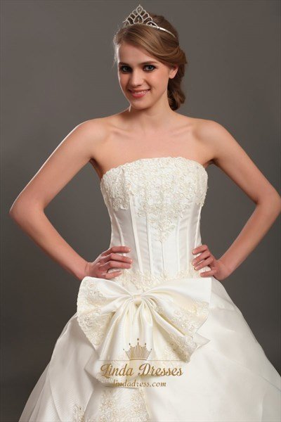 Ivory A-Line Satin Strapless Wedding Dresses With Lace Appliques
