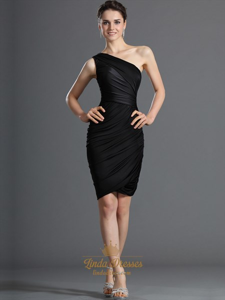 Black One Shoulder Sheath Knee Length Cocktail Dress With Ruching