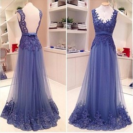 Elegant Sleeveless V-Neck Backless Tulle Prom Gown With Lace Applique