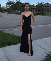 Elegant Black Sleeveless V-Neck Chiffon Evening Dress With Lace Straps