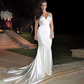 Elegant Ivory Sleeveless Deep V-Neck Mermaid Wedding Dress With Train