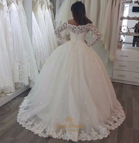 Elegant Lace Applique Tulle Ball Gown Wedding Dress With Long Sleeves