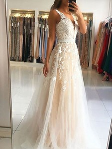Champagne V-Neck Lace-Applique Sleeveless Prom Dress With Open Back