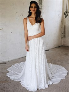 A-Line V-Neck Sleeveless Chiffon Wedding Dress With Lace Embellished